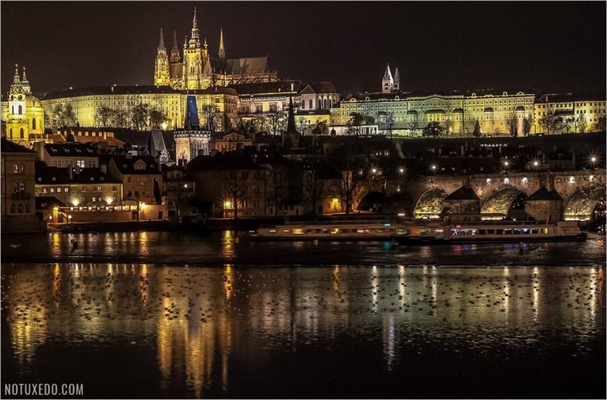 Le château de Prague de nuit