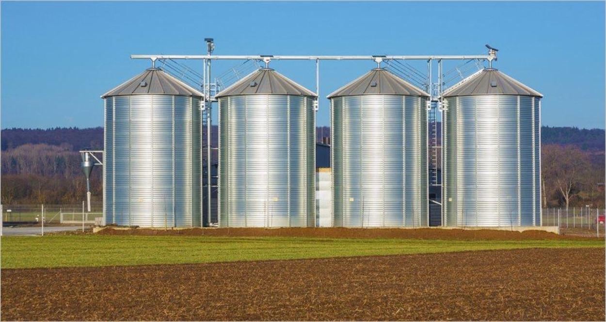 Des silos agricoles