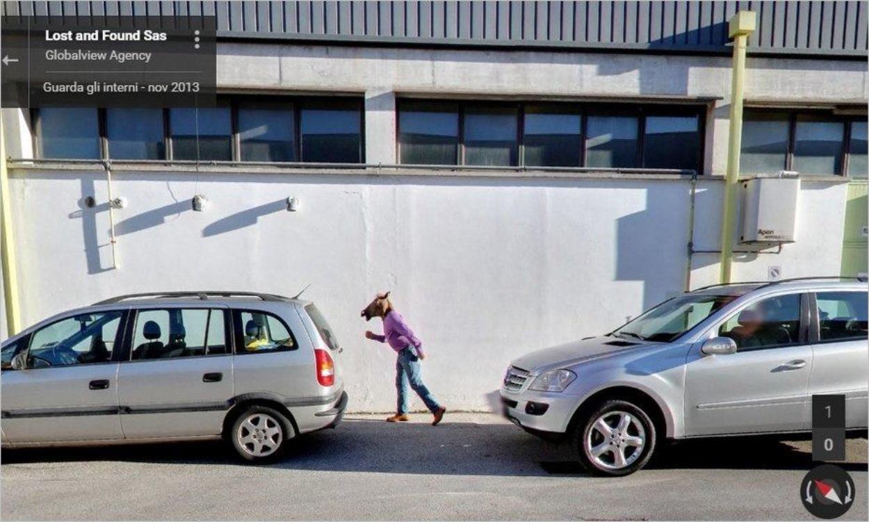 Homme à tête de cheval sur Google Street View