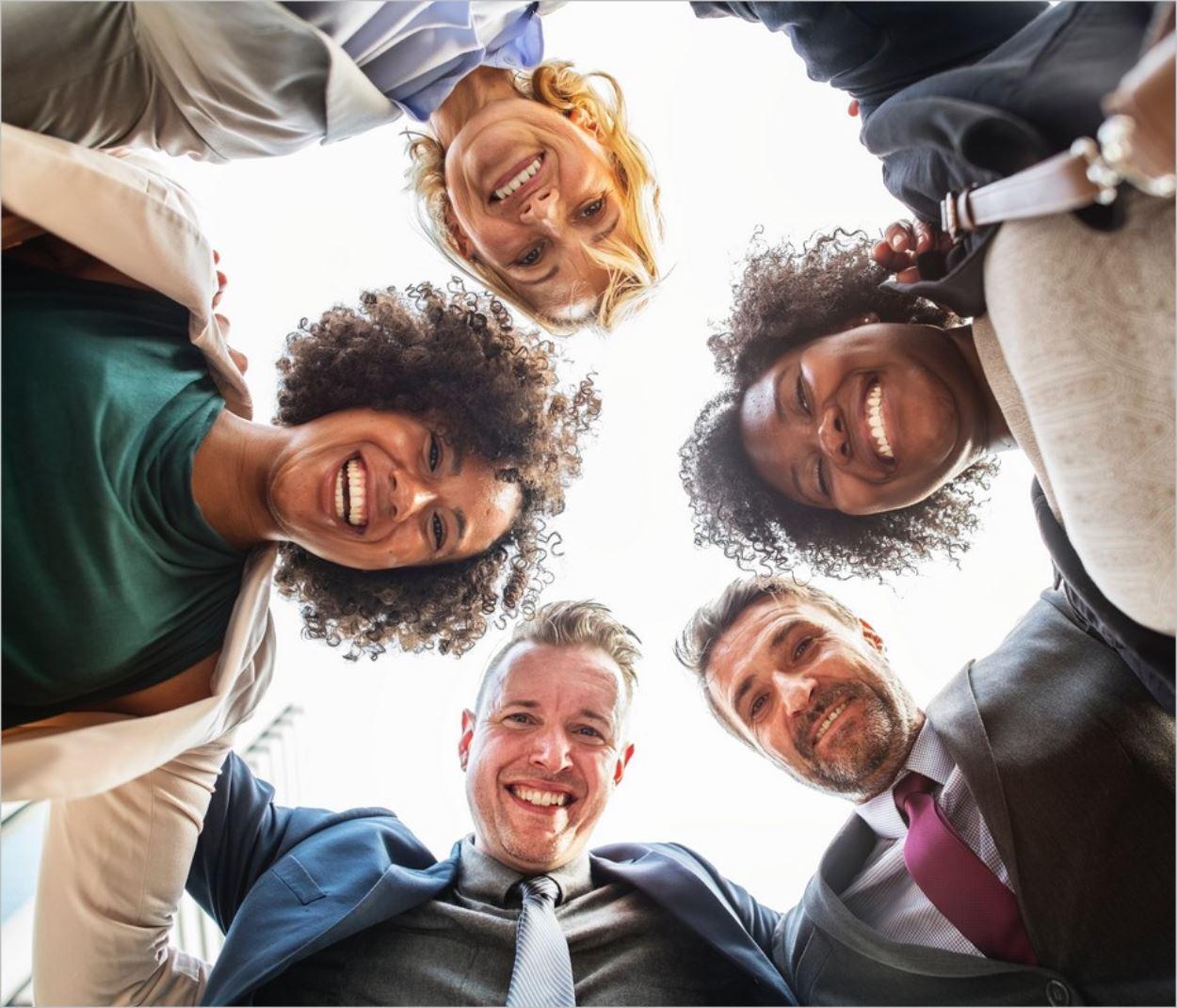 Preuve sociale et rire : quand les réactions des autres sont contagieuses